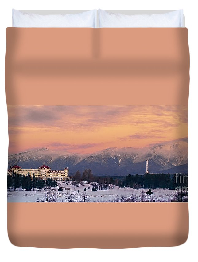 Mt Washington Duvet Cover featuring the photograph New Hampshires Washingtons by Scott Thorp