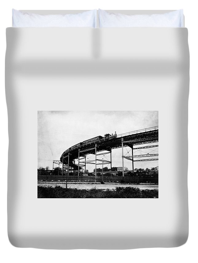 110th Street Duvet Cover featuring the photograph New York Railroad Bridge by Granger
