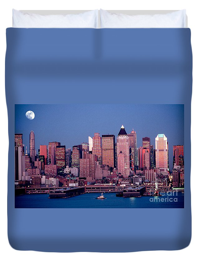 Nyc Duvet Cover featuring the photograph New York Skyline At Dusk by Anthony Sacco