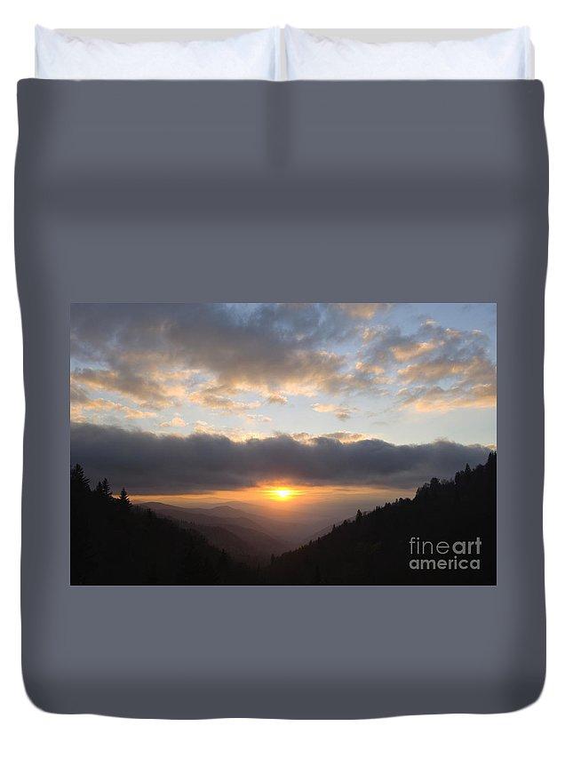 Sunrise Duvet Cover featuring the photograph Newfound Gap Sunrise - D008233 by Daniel Dempster