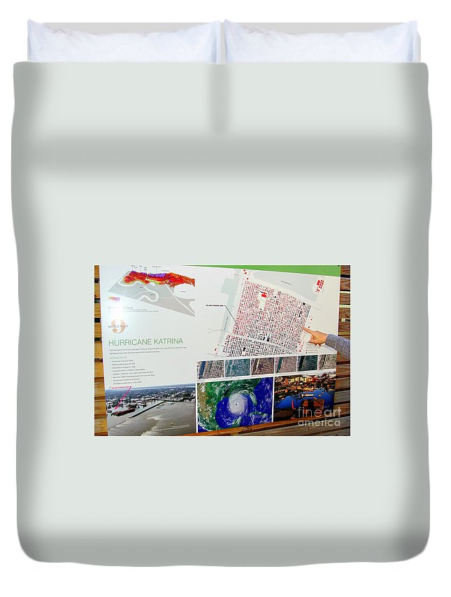New Orleans Duvet Cover featuring the photograph Ninth Ward Sign by Ed Weidman