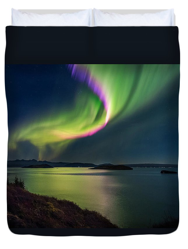 Photography Duvet Cover featuring the photograph Northern Lights Over Thingvallavatn Or by Panoramic Images