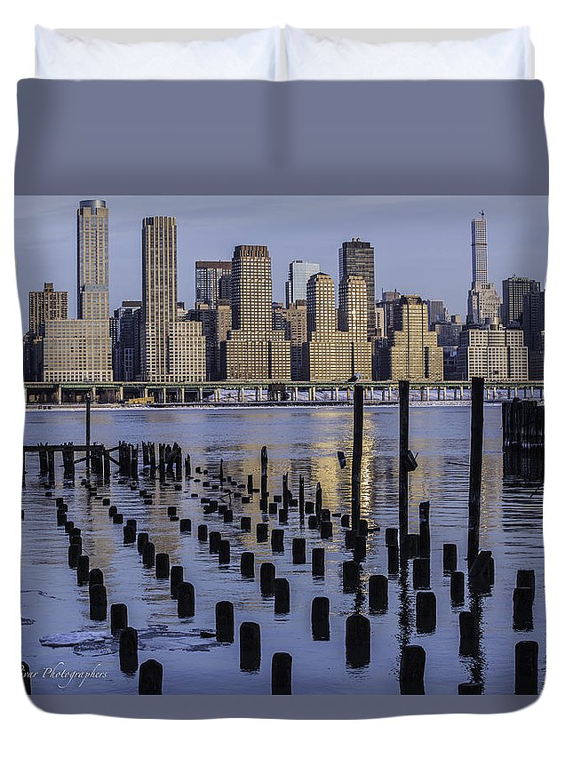 New York City Ice On The Water Duvet Cover featuring the photograph Nyc Snow/ice by Carlos Zaldivar