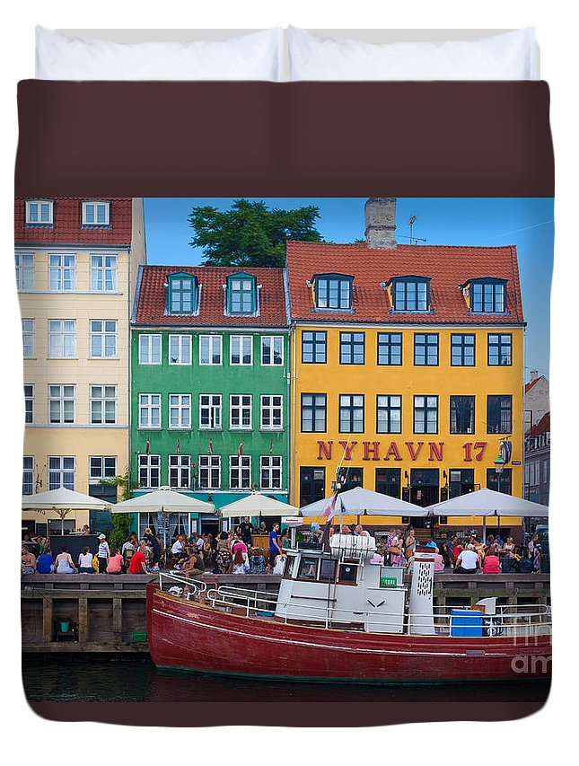 Copenhagen Duvet Cover featuring the photograph Nyhavn 17 by Inge Johnsson