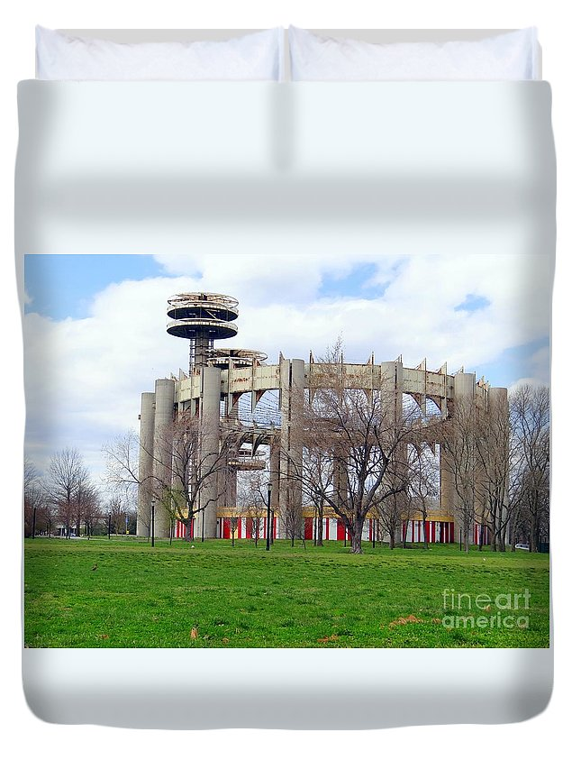 1964 Worlds Fair Duvet Cover featuring the photograph Nys Worlds Fair Pavilion by Ed Weidman