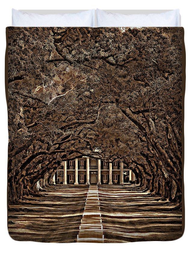 Oak Alley Plantation Duvet Cover featuring the photograph Oak Alley Bw by Steve Harrington