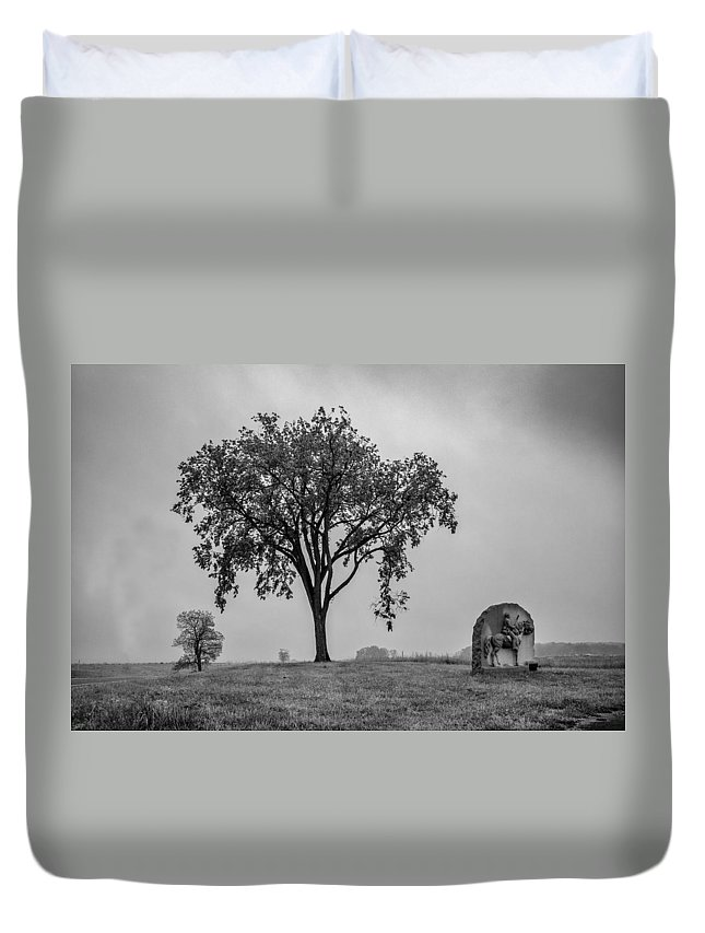 17th Pennsylvania Cavalry Duvet Cover featuring the photograph Oak Ridge 2698 by Guy Whiteley