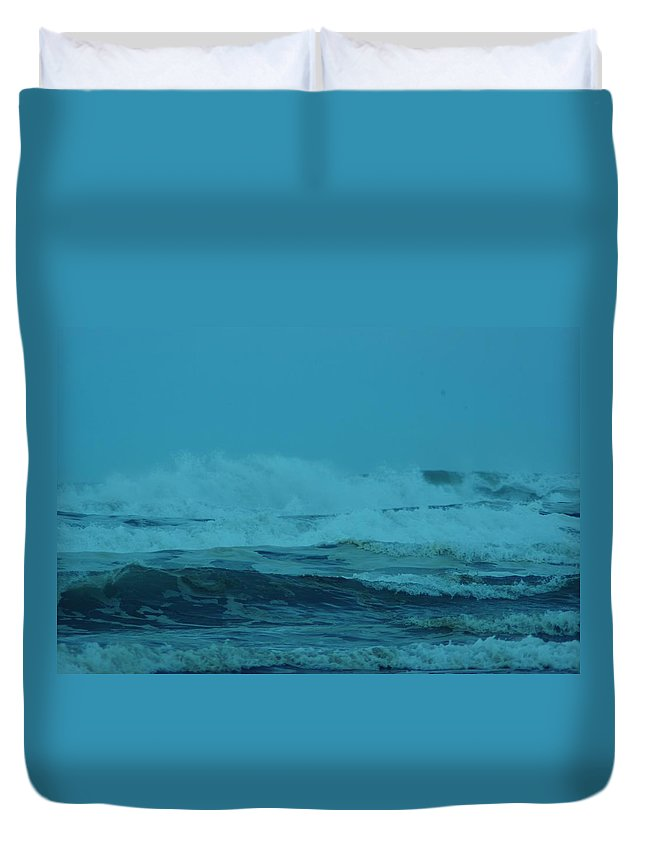 Pacific Ocean Duvet Cover featuring the photograph Ocean Waves Incoming by Jeff Swan