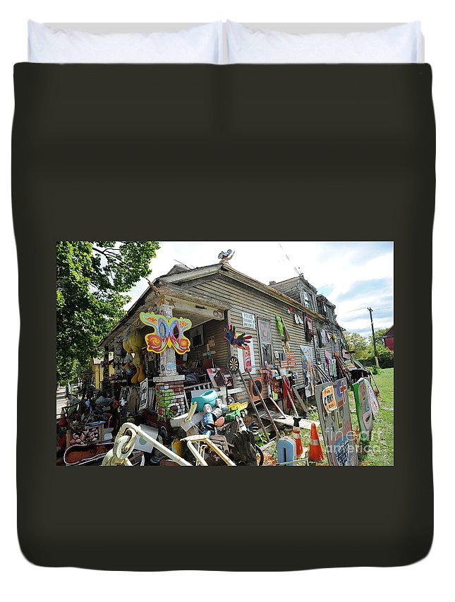Heidelberg Project Duvet Cover featuring the photograph Oj House 3 by Steven Dunn