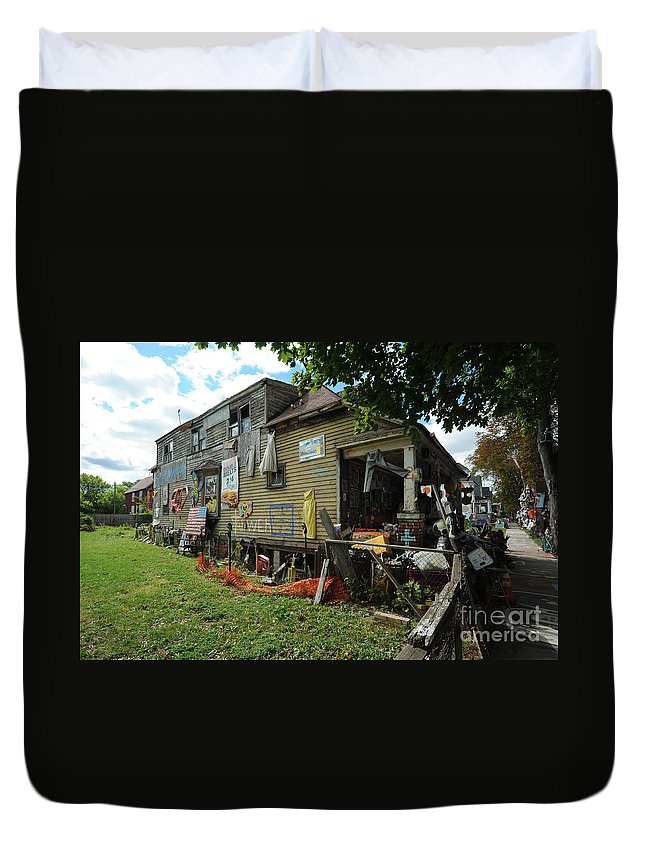 Heidelberg Project Duvet Cover featuring the photograph Oj House 4 by Steven Dunn