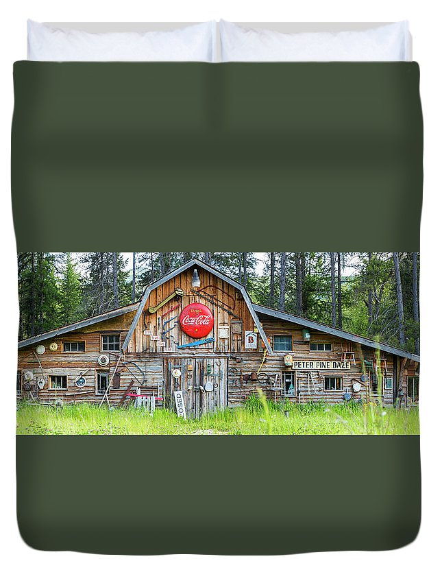 Panoramic Duvet Cover featuring the photograph Old Americana Barn, Montana, Usa by Peter Adams