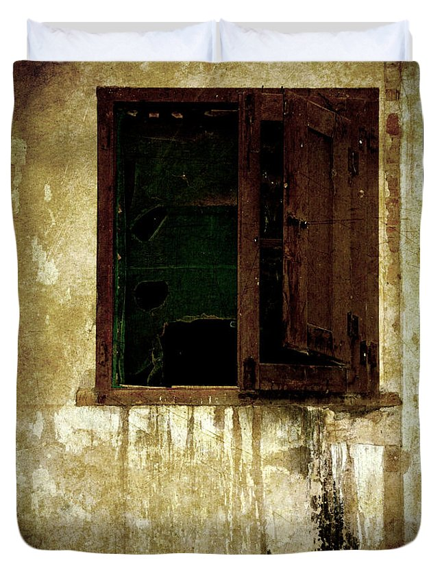 Grunge Duvet Cover featuring the photograph Old And Decrepit Window by RicardMN Photography