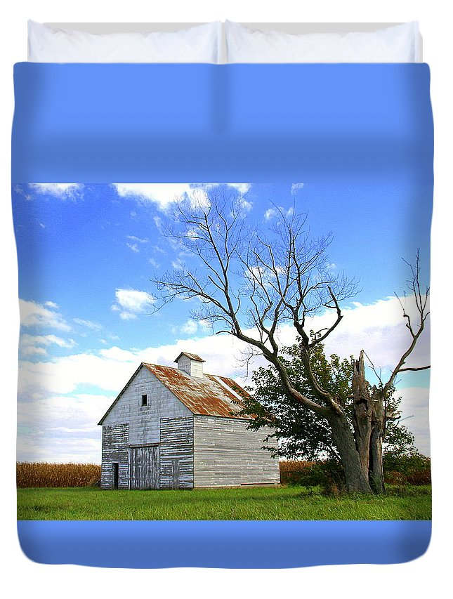 Barn Duvet Cover featuring the photograph Old Barn by Blake Roberts
