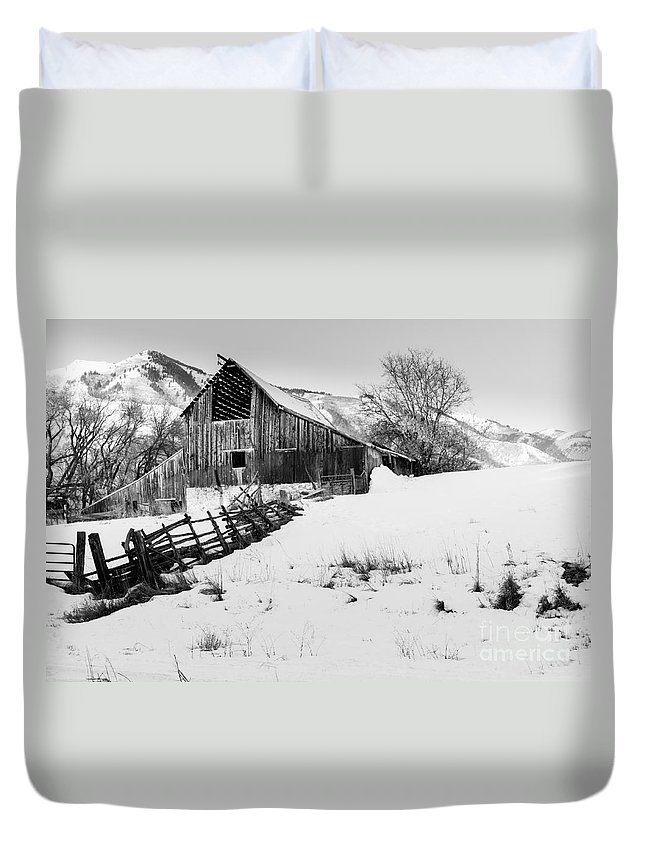 Canon Duvet Cover featuring the photograph Old Barn by Nicholas Pappagallo Jr