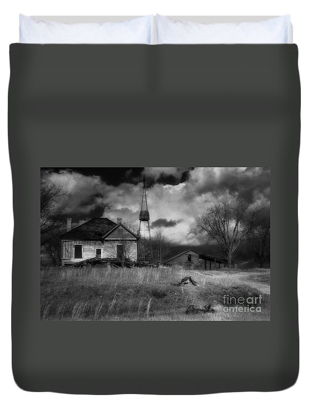 Farms Duvet Cover featuring the photograph Old Georgia Farm by Richard Rizzo