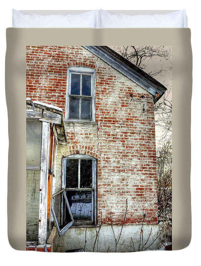 Denver Duvet Cover featuring the photograph Old House Two Windows 13104 by Jerry Sodorff