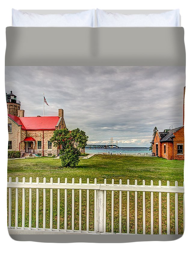 Hdr Duvet Cover featuring the photograph Old Mackinac Point Lighthouse by Bill Lindsay