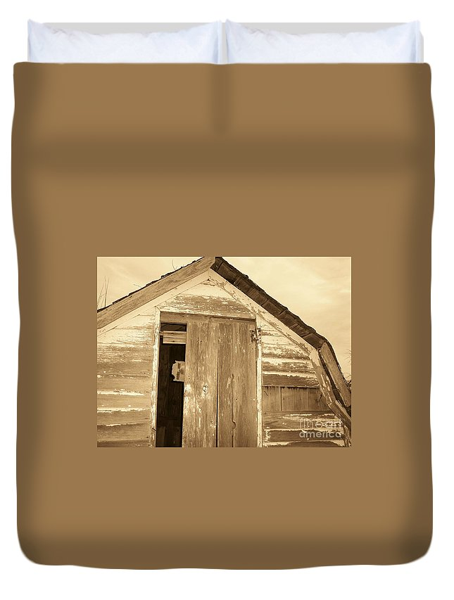 Old Shed Duvet Cover featuring the photograph Old Shed by Brandi Maher