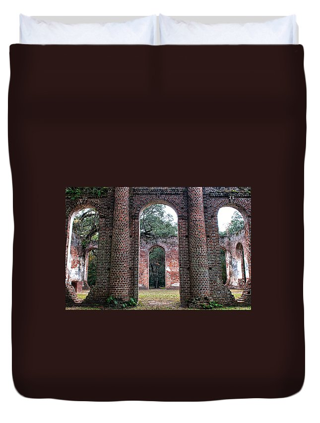 Old Sheldon Church Duvet Cover featuring the photograph Old Sheldon Ruins Archway by Scott Hansen