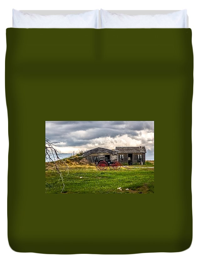 Old Sod Home Duvet Cover featuring the photograph Old Sod Home by Bill Lindsay