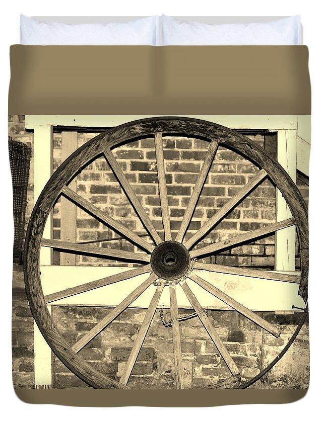 Wagon Duvet Cover featuring the photograph Old Wagon Wheel 1 by Cynthia Guinn