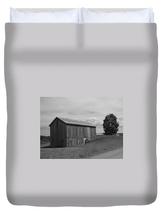 Olde Jones Homestead Duvet Cover featuring the photograph Olde Homestead - Olde Barn - Black And White by James Scott Preston