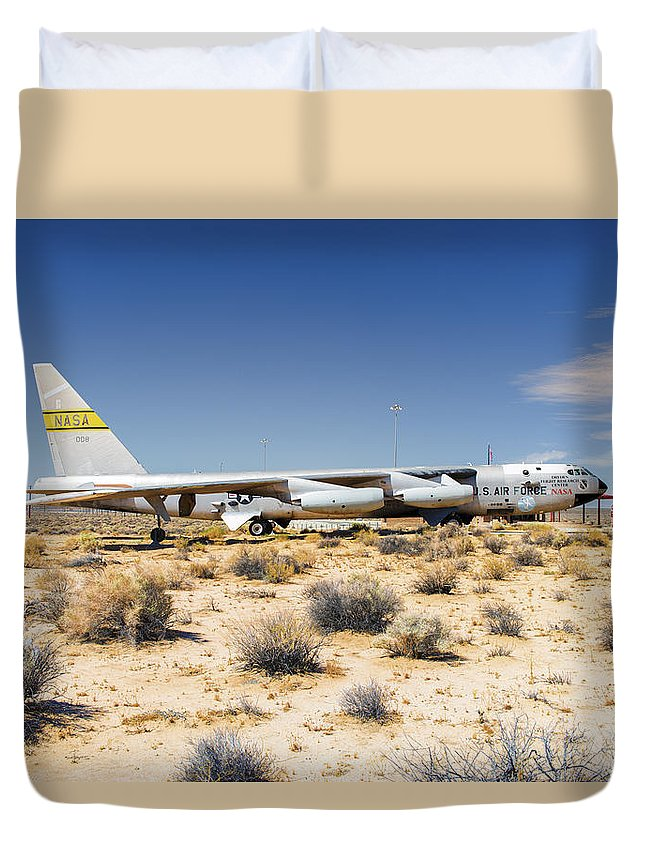 Airplanes Duvet Cover featuring the photograph On Display by Jim Thompson