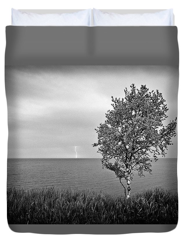 Lake Superior Duvet Cover featuring the photograph One On One by Doug Gibbons