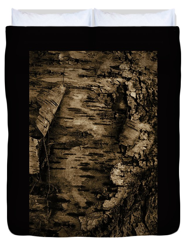Tree Duvet Cover featuring the photograph Open Bark by Jes Fritze