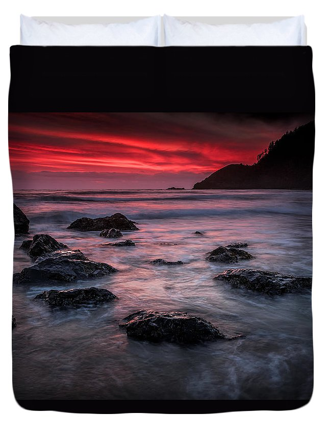 Sunset Duvet Cover featuring the photograph Oregon Afterglow by Rick Berk