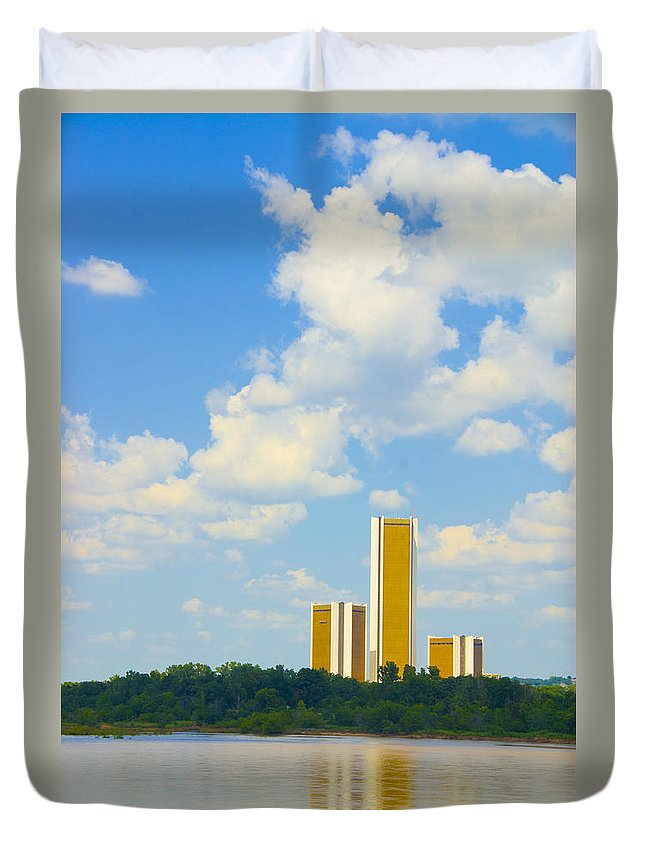 Tulsa Photographs Duvet Cover featuring the photograph Oru River Skyline II by Vernis Maxwell