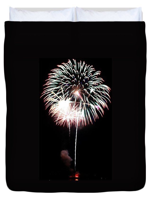 Fireworks Duvet Cover featuring the photograph 4th Of July Fireworks 4 by Howard Tenke
