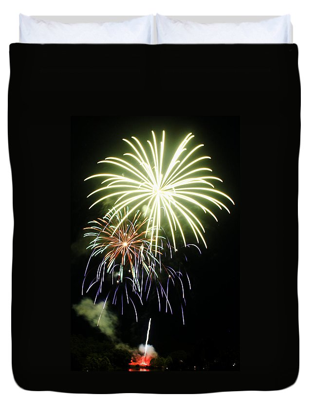 Stonewall Duvet Cover featuring the photograph 4th Of July Fireworks 5 by Howard Tenke