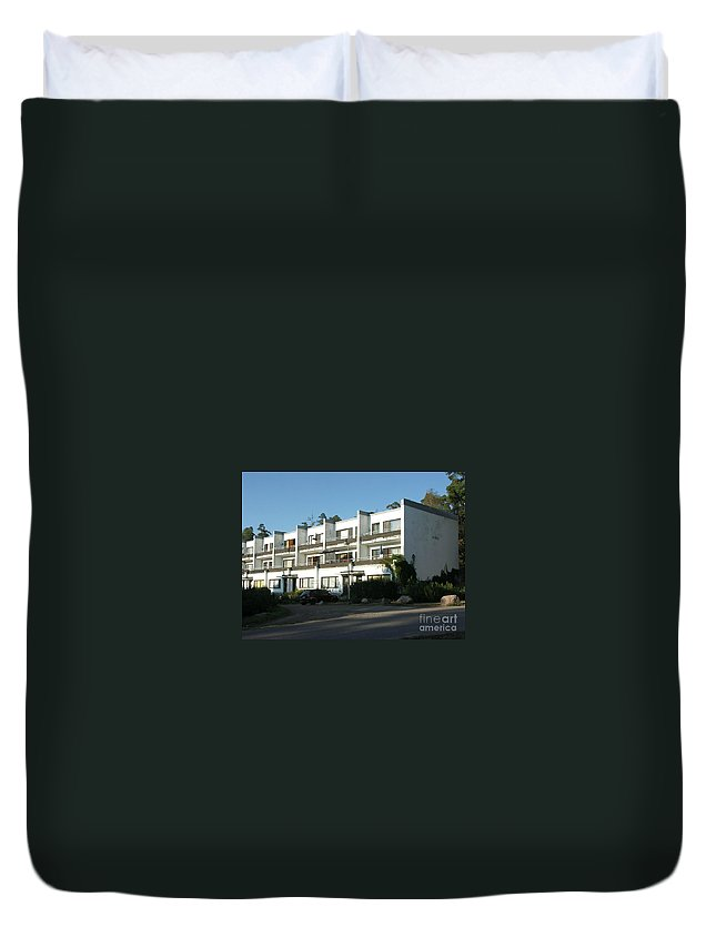 Alvar Aalto Duvet Cover featuring the painting Paivola Building In Sunila by Ilkka Porkka