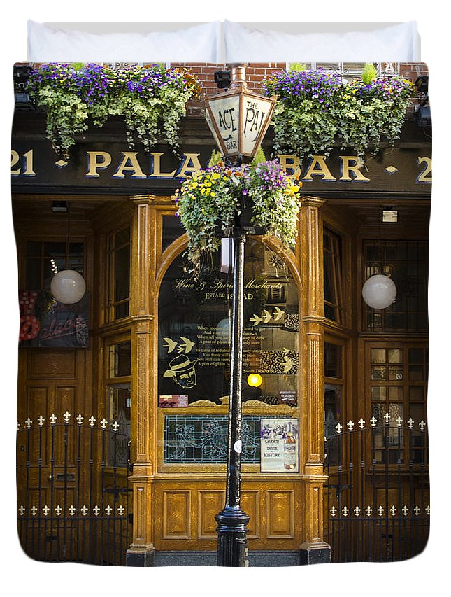 Palace Duvet Cover featuring the photograph Palace Bar - Dublin Ireland by Bill Cannon