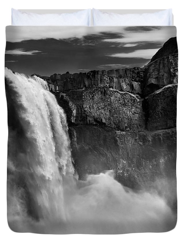 Black And White Duvet Cover featuring the photograph Palouse Falls Bw by Leland D Howard