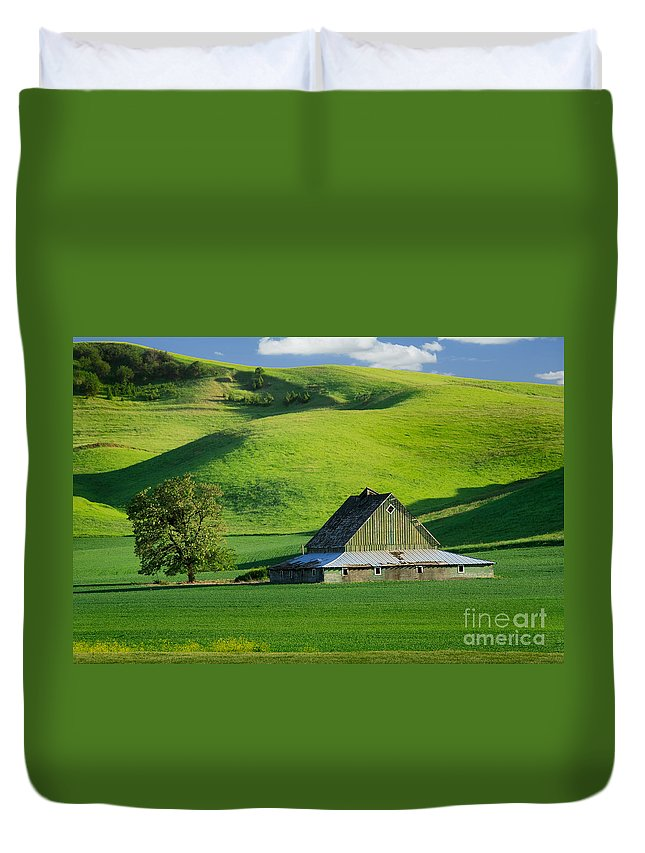 America Duvet Cover featuring the photograph Palouse Grey Barn by Inge Johnsson