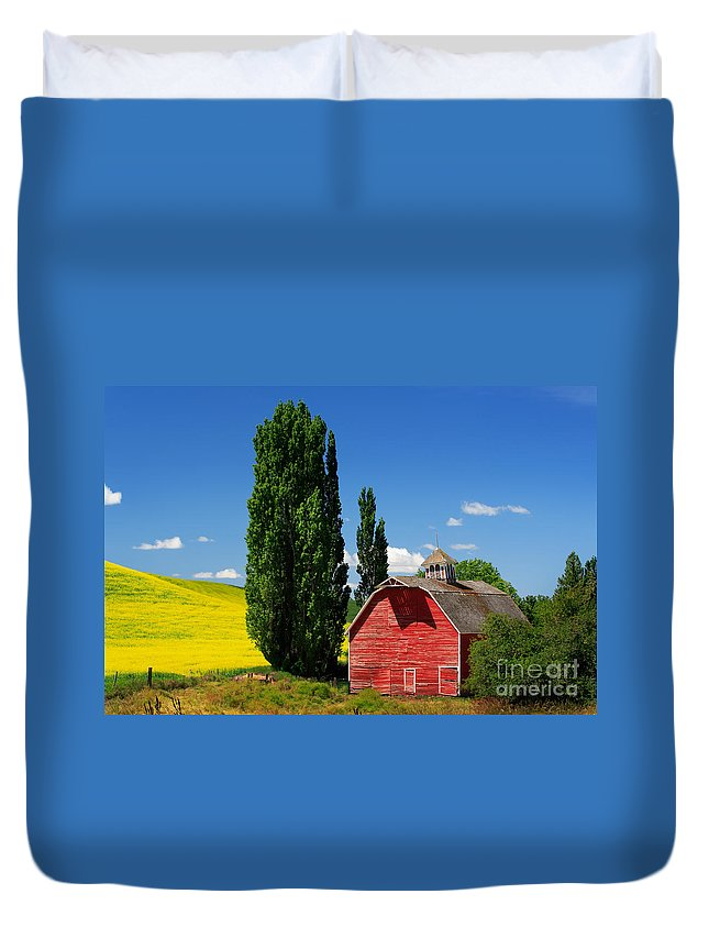 America Duvet Cover featuring the photograph Palouse Weathered Barn by Inge Johnsson