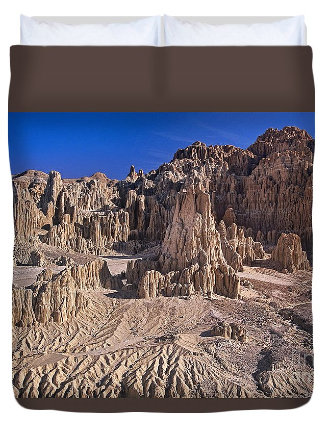 Nevada Landscape Duvet Cover featuring the photograph Panaca Formations In Cathedral Gorge State Park Nevada by Dave Welling
