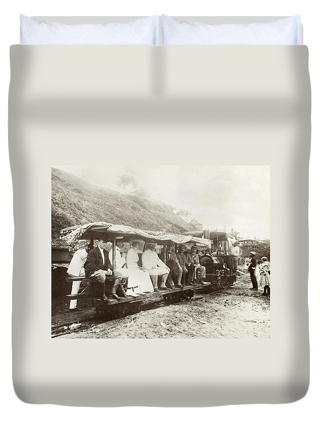 1906 Duvet Cover featuring the photograph Panama Roosevelt, 1906 by Granger