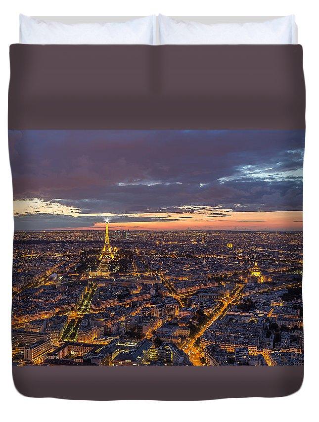 Paris Duvet Cover featuring the photograph Paris - Tour Montparnasse 2 by Christian Tuk