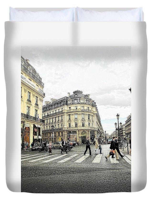 Paris Duvet Cover featuring the photograph Paris Street Scene by Jim Pruett