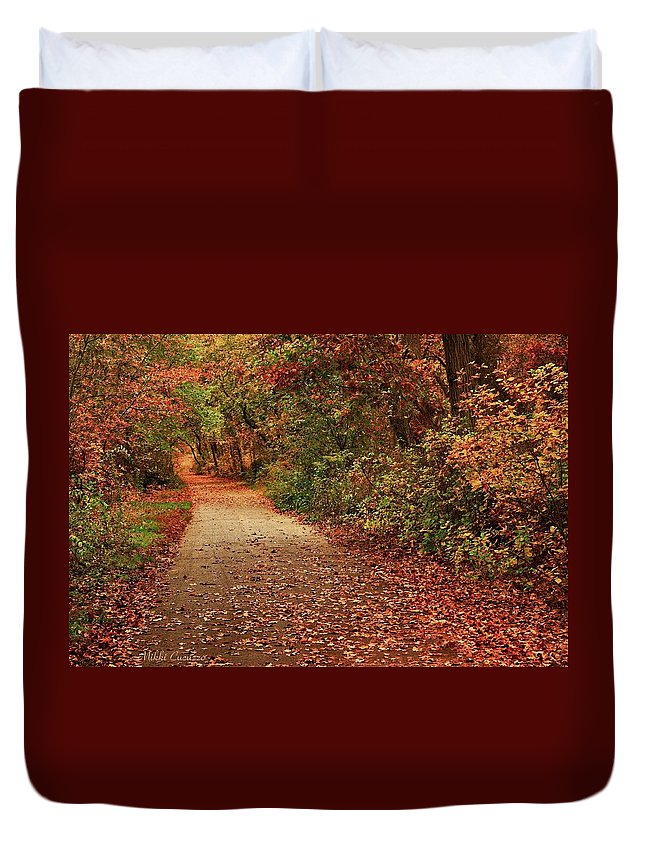 Landscape Duvet Cover featuring the photograph Path Thru The Woods by Mikki Cucuzzo