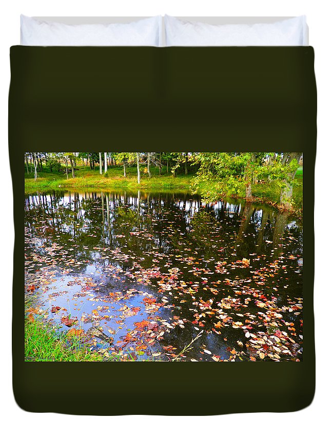 Pond Duvet Cover featuring the photograph Peace 2 by Nick Kirby