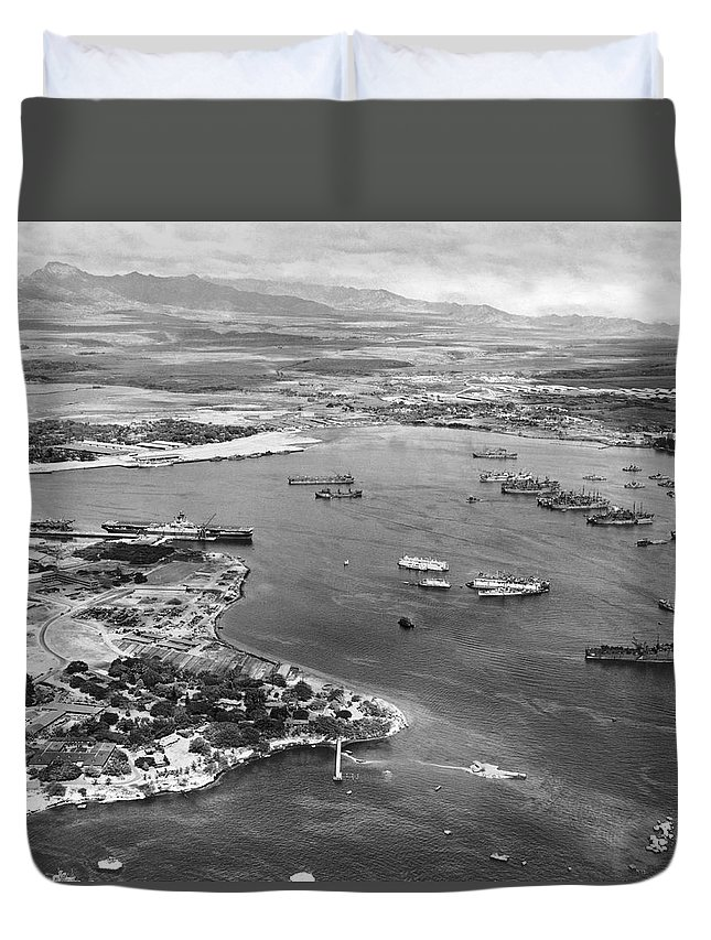 1940's Duvet Cover featuring the photograph Pearl Harbor by Underwood Archives