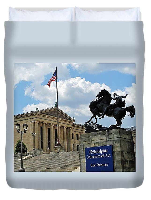 Philadelphia Duvet Cover featuring the photograph Philadelphia Museum Of Art by Ian MacDonald