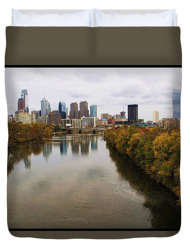 Philadelphia City River Schulykill Landscape Duvet Cover featuring the photograph Philly Fall River View by Alice Gipson