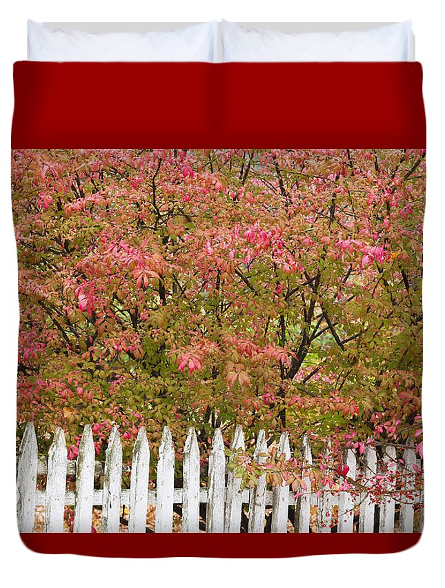 Fence Duvet Cover featuring the photograph Picket Fence Fall by Alan L Graham