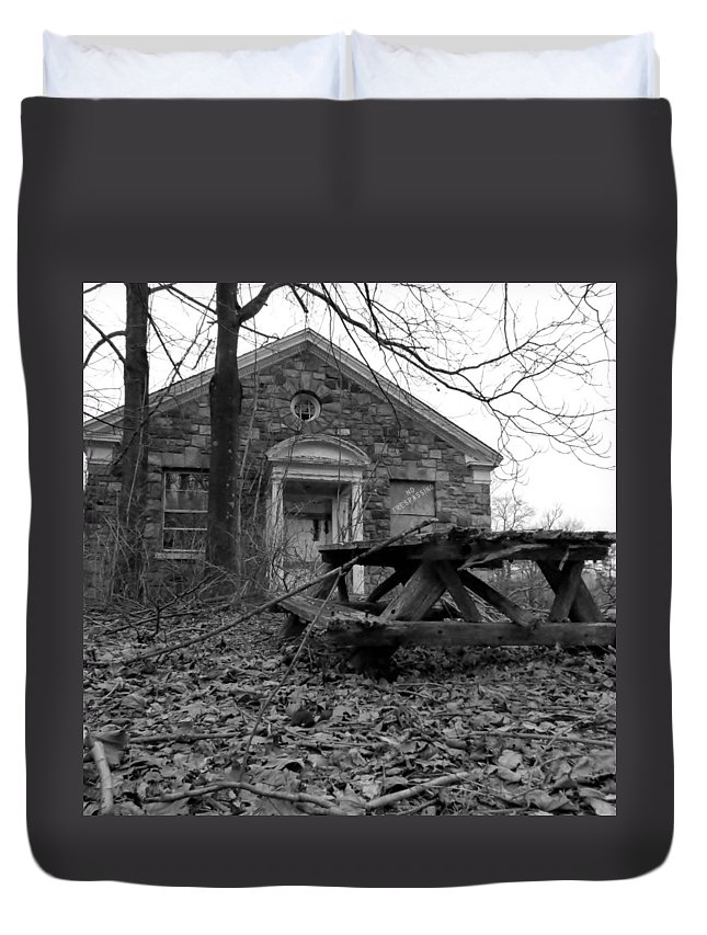 Haunt Duvet Cover featuring the photograph Picnicing by Art Dingo