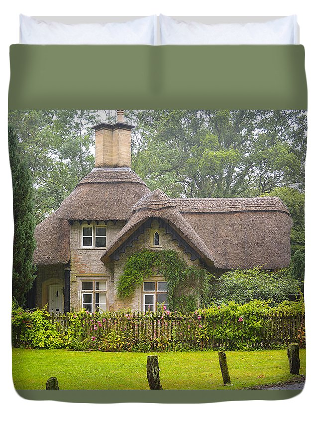 Cottage Duvet Cover featuring the photograph Picturesque Cottage by Mair Hunt